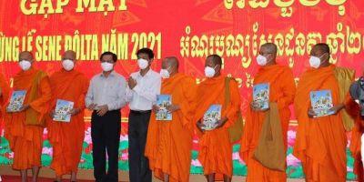 Sóc Trăng gặp mặt, chúc mừng Lễ Sene Đôlta của đồng bào Khmer